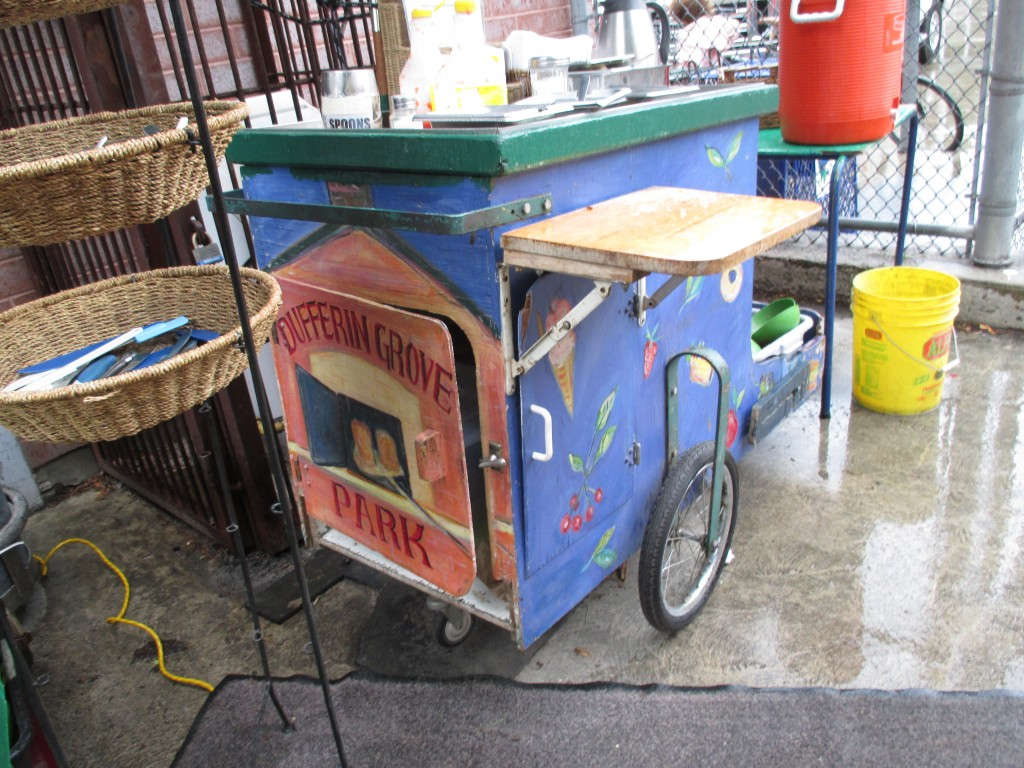 I would love a little gypsy cart like this for the Fort Qu'Appelle Market!
